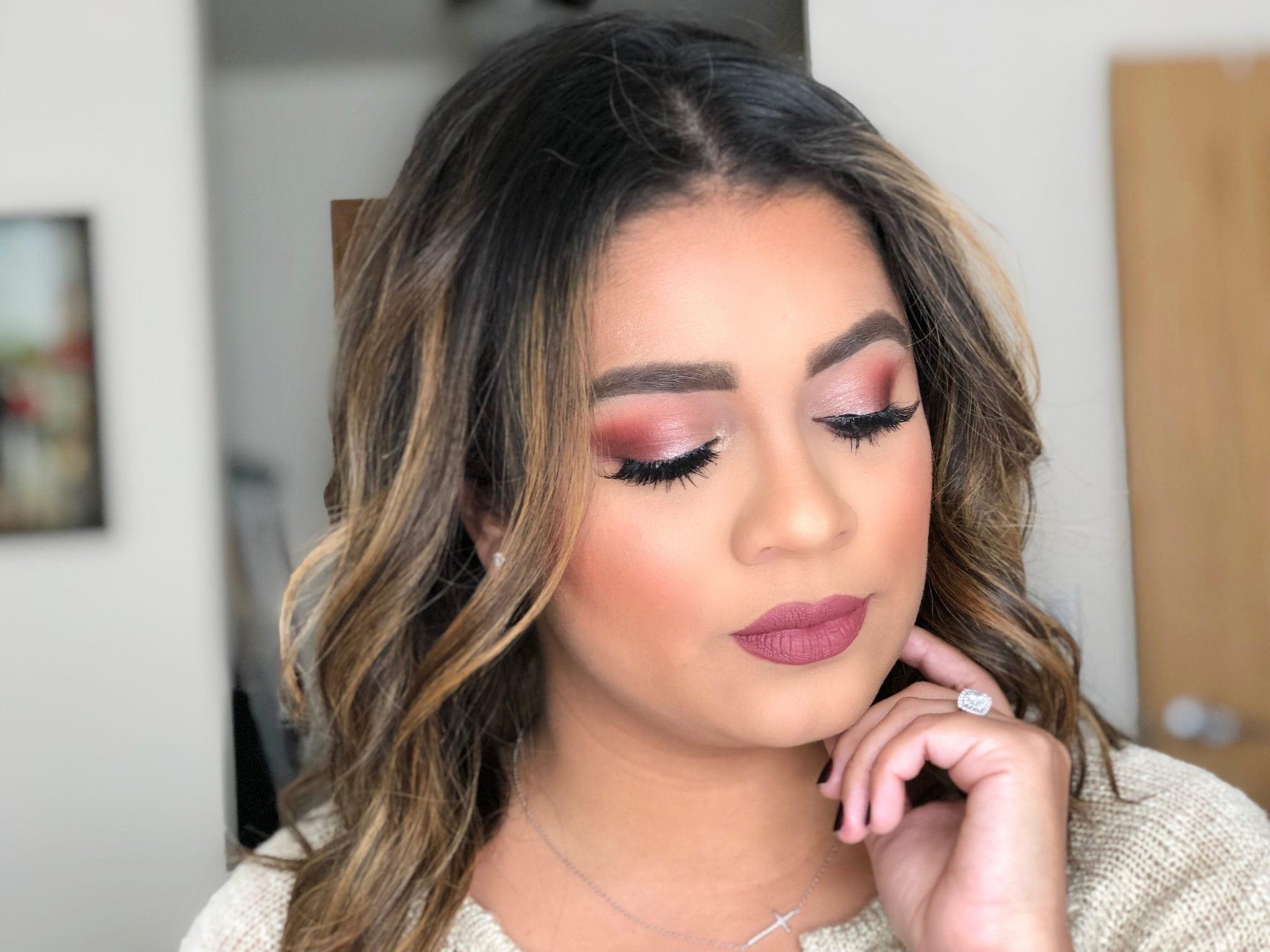 Aplicar base de maquillaje para una apariencia de maquillaje perfecta